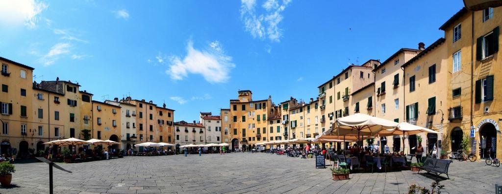 Piazza dell' Anfiteatro Lucca