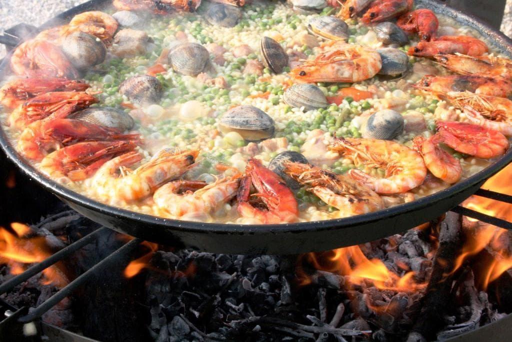 paella valenciana bei einem Urlaub in Valencia essen