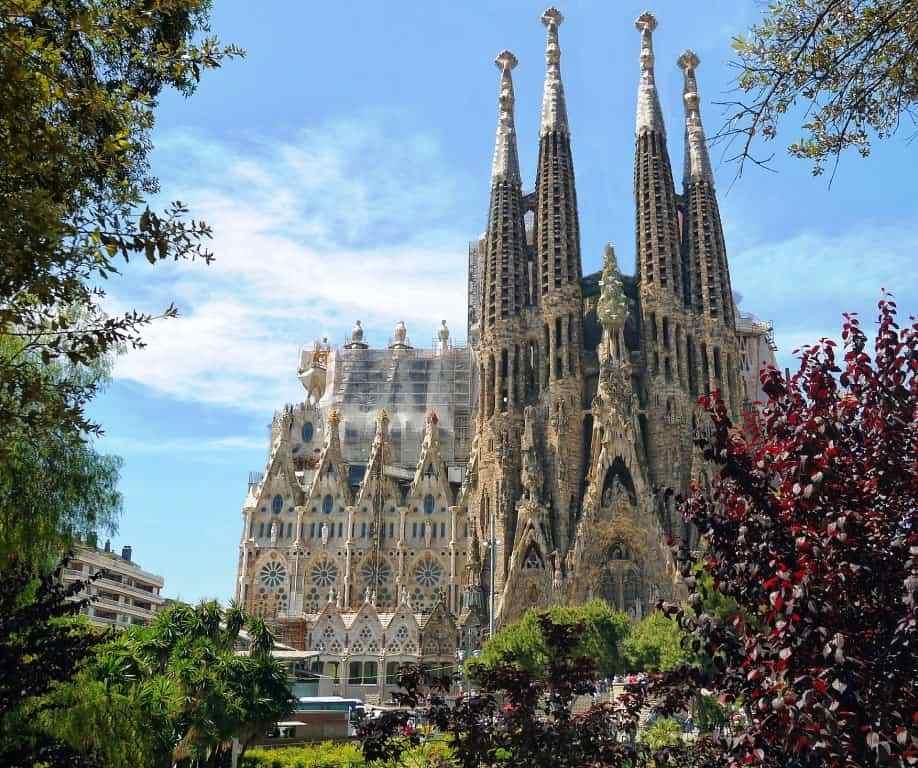 Blick auf die Sagrada Familia in Barcelona genießen