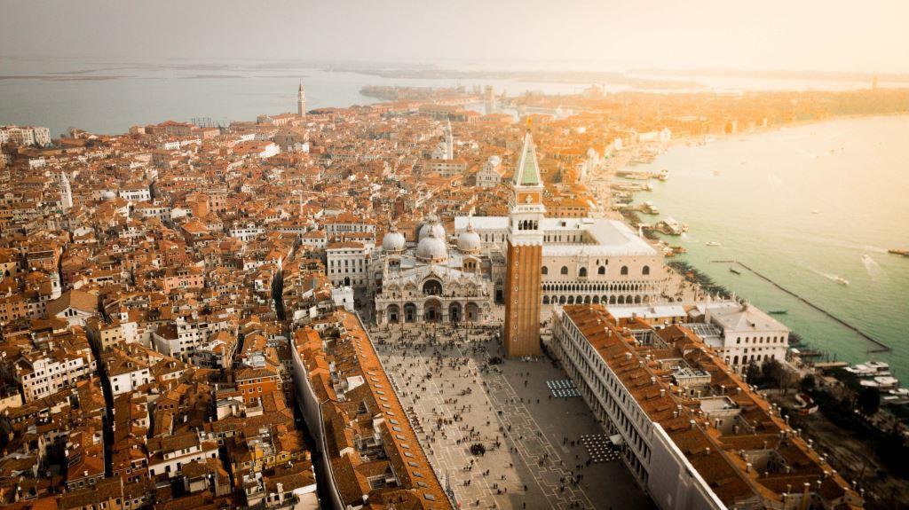 Venedig und die Basilica di San Marco aus der Luft