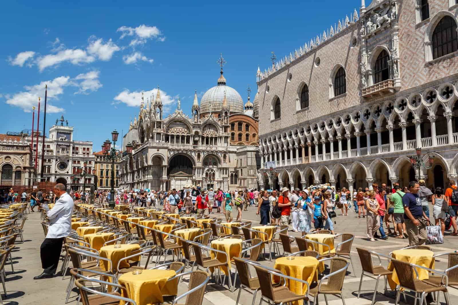 Piazza San Marco mit Dogenpalast und Markusdom