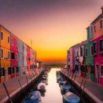 Burano in Venedig bei Sonnenuntergang